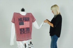 Auch T-Shirts lassen sich mit dem Tubie Bügelautomat bügeln